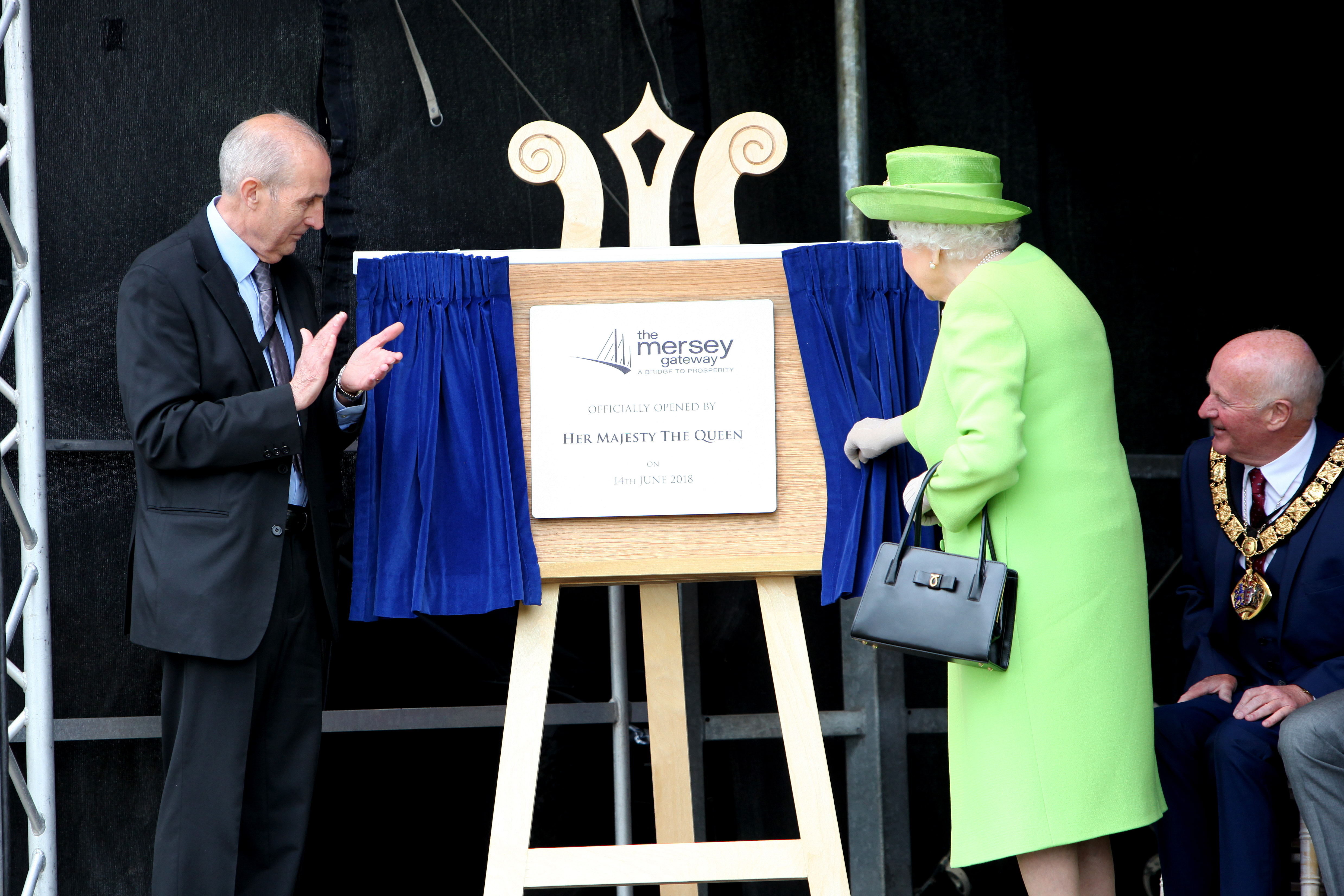Her Majesty Elizabeth II officially inaugurates the Mersey Gateway Bridge, operated by Emovis