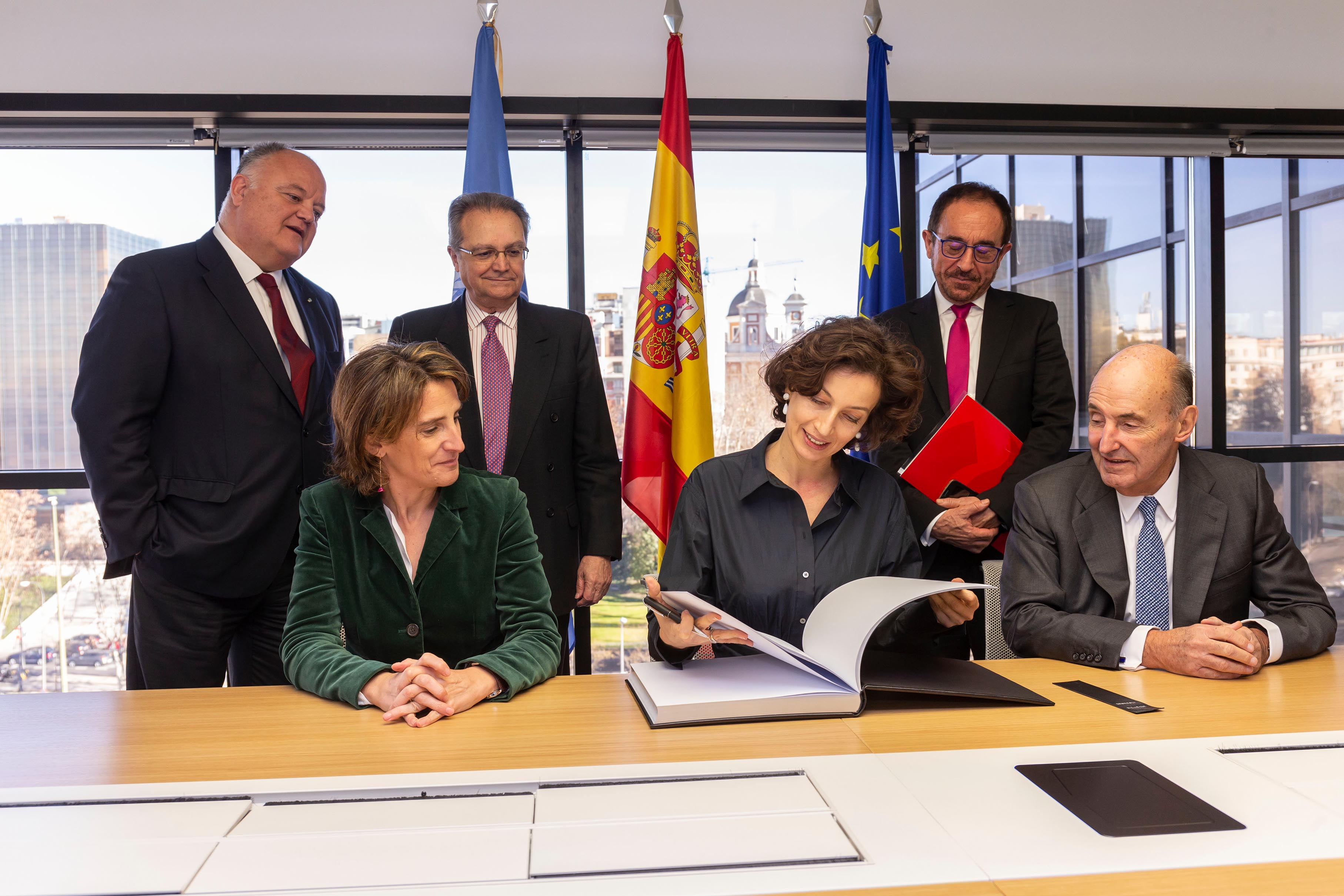 Meeting of the Abertis Foundation with the Director General of UNESCO, Audrey Azoulay, and the Minister for Ecological Transition of Spain, Teresa Ribera, in Madrid